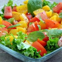 Surówka pomidorowo-brzoskwiniowa