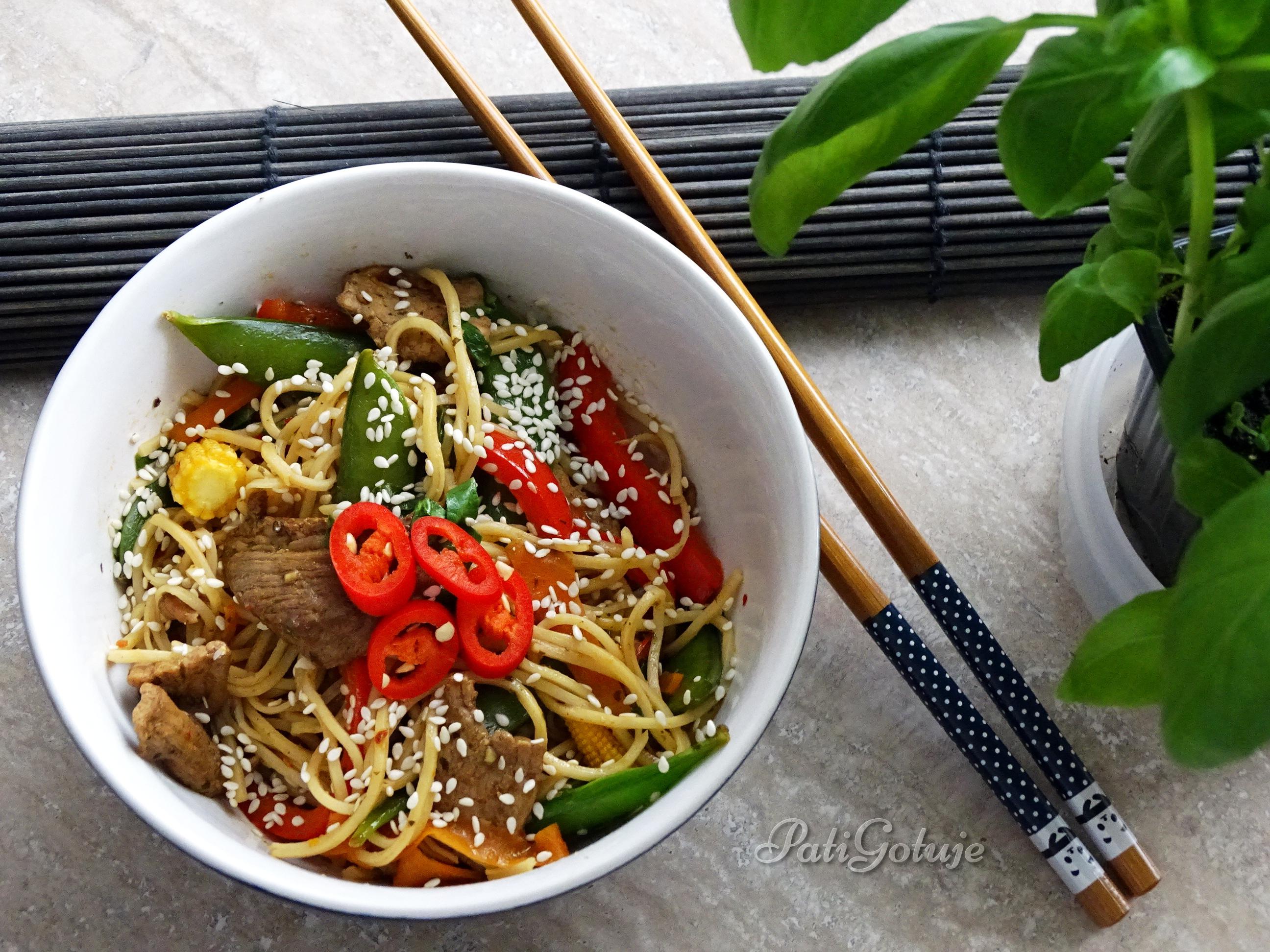 Chow Mein Z Wieprzowiną I Warzywami