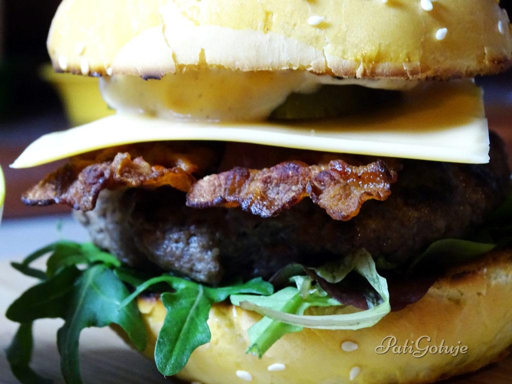 Domowe bułki na hamburgery