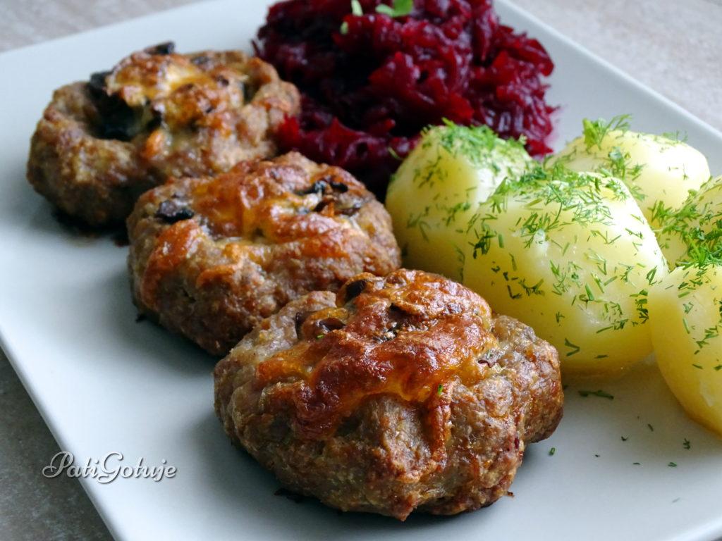 Gniazda z mielonego mięsa z pieczarkami i serem