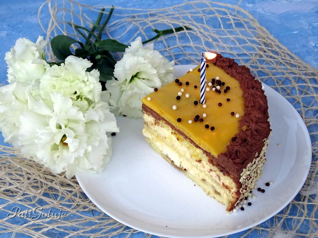 Tort z kremem adwokatowym i czekoladowym