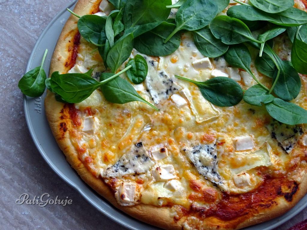 Pizza serowa ze świeżym szpinakiem