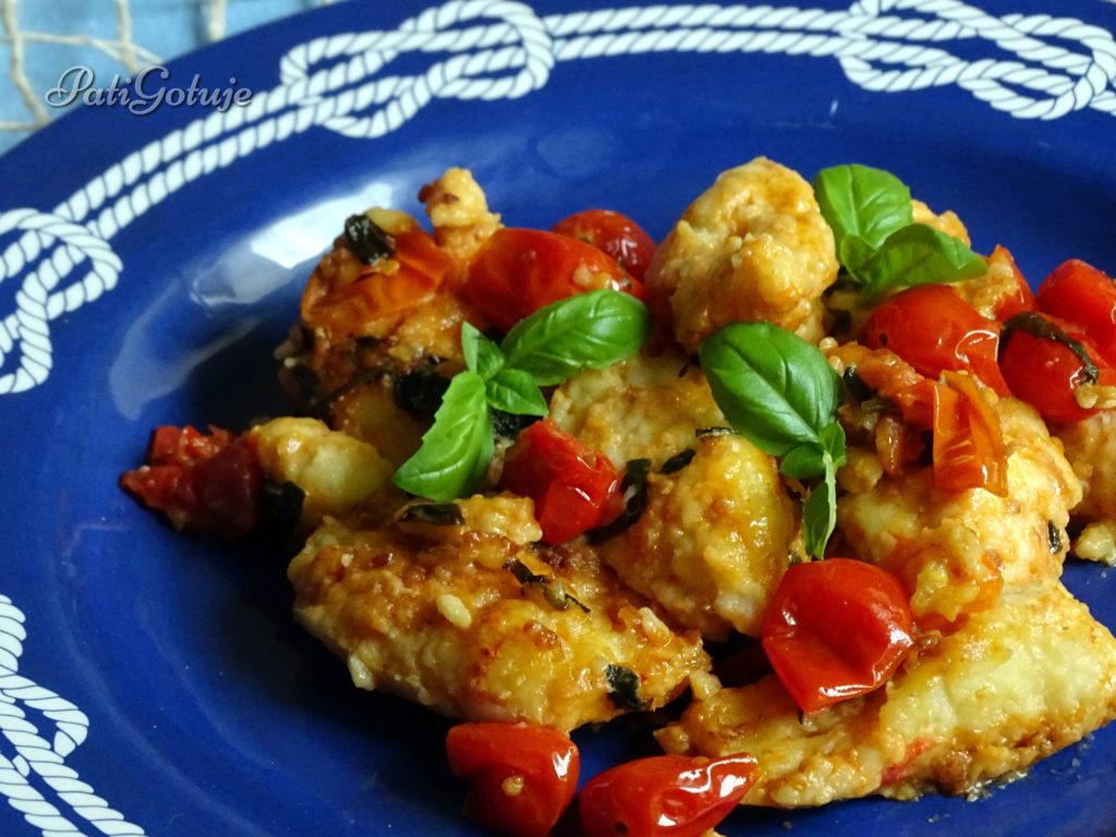 Kluseczki z ricotty z duszonymi pomidorkami