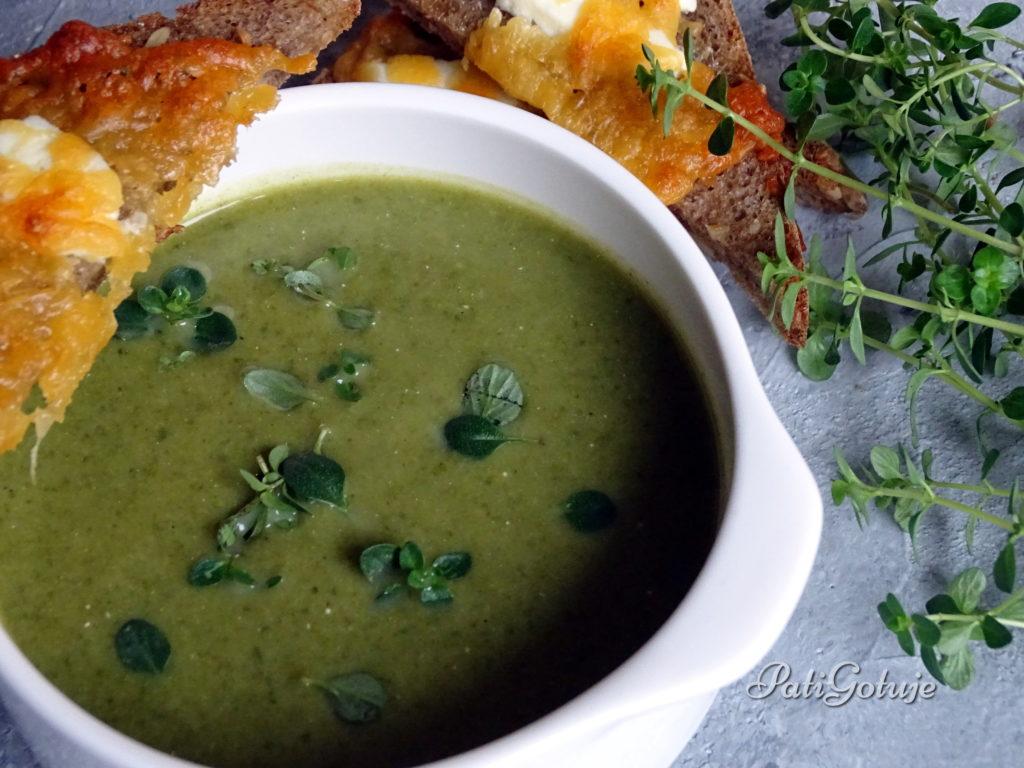 Krem z brokuła i szpinaku z serowymi grzankami