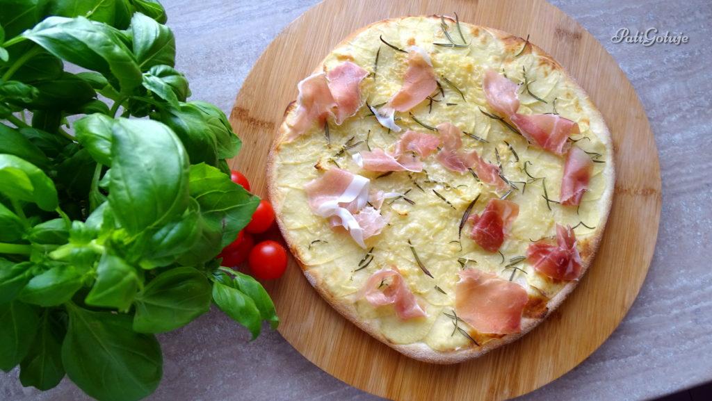 Pizza z ziemniakami i prosciutto