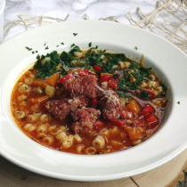 Włoska zupa z klopsikami z kiełbasy